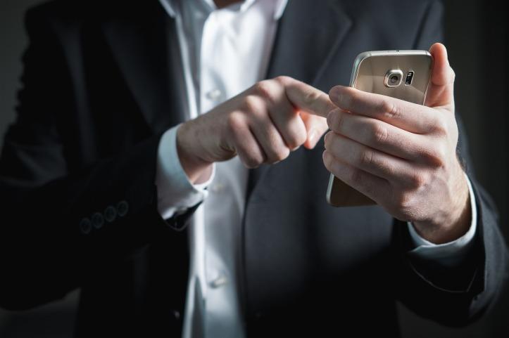 finger-2056030_1920.jpg